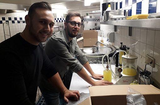 Zwei junge Stuttgarter stellen Limoncello her