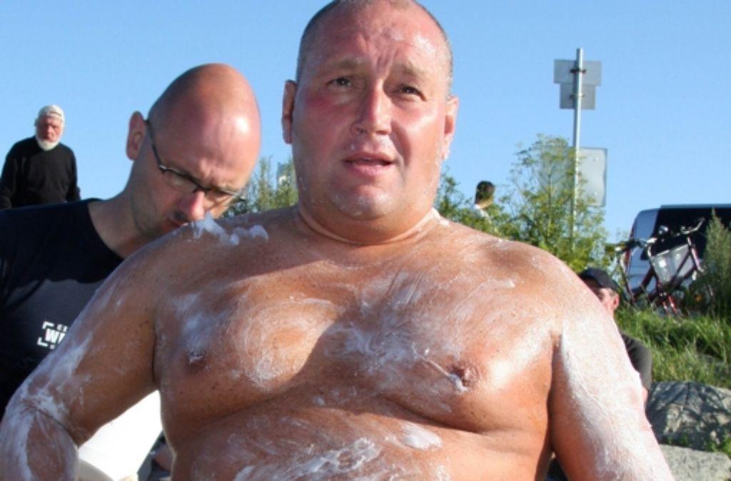 Den 64 Kilometer langen Bodensee will Bruno Dobelmann in 24 Stunden durchschwimmen. Foto: dpa