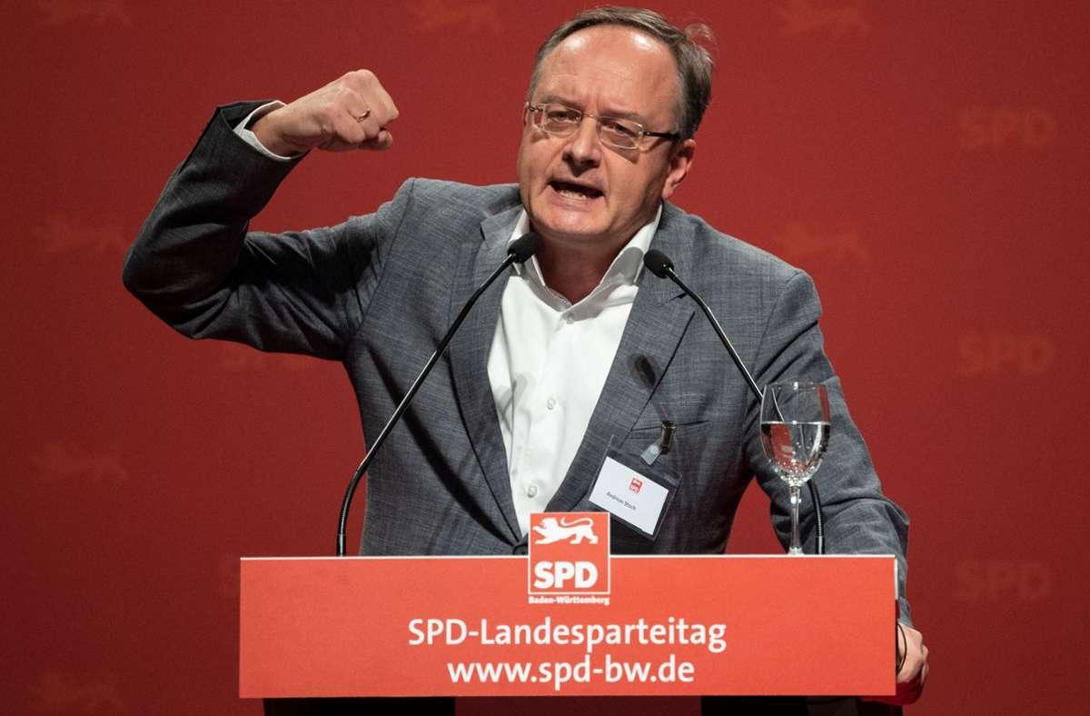SPD-Landeschef Andreas Stoch (hier vor zwei Jahren kurz vor dem Amtsantritt in Sindelfingen) muss die Delegierten beim nächsten Landesparteitag via Internet überzeugen. Foto: dpa/Marijan Murat