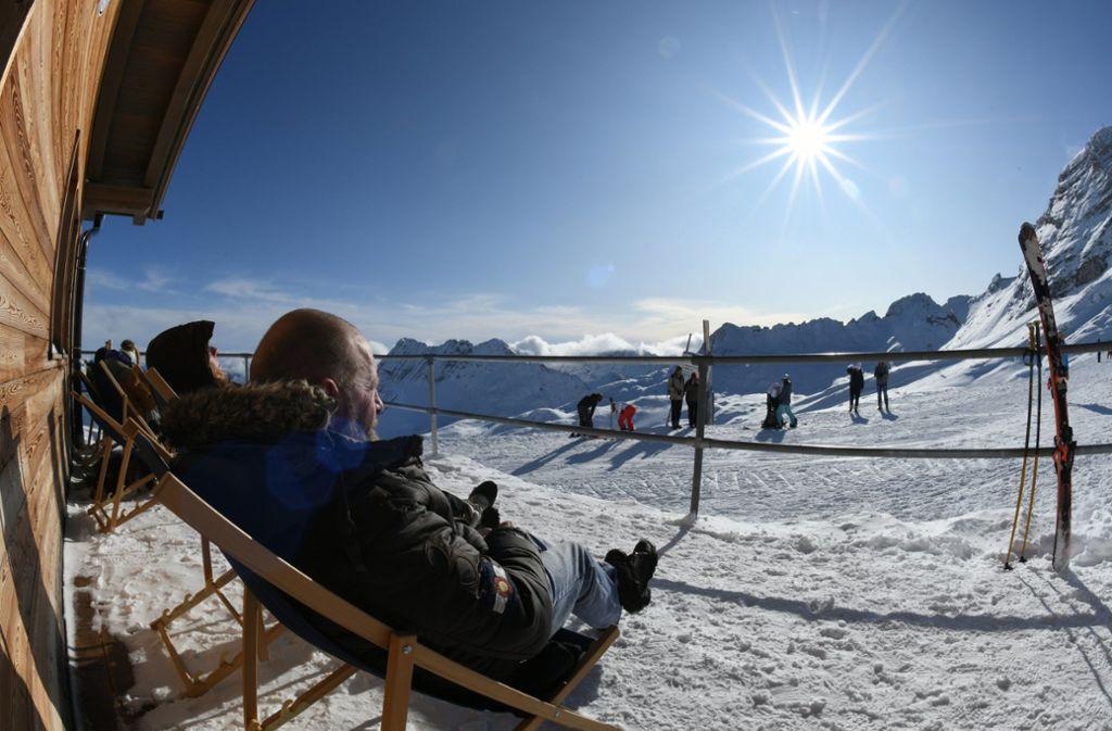Die Zugspitze ist als erstes Skigebiet Deutschlands in die Wintersaison gestartet. Foto: dpa/Angelika Warmuth