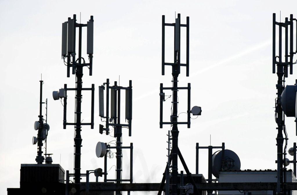 Die Initiative Sendemast Rohrer Höhe  fordert von der Stadtverwaltung ein kommunales Mobilfunk-Versorgungskonzept. Foto: dpa