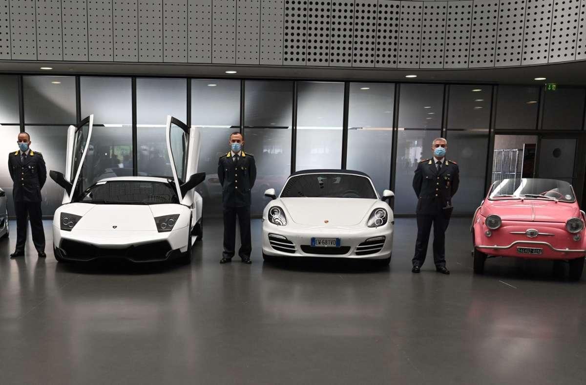 Die Flotte wertvoller Autos lässt Liebhaberherzen höher schlagen. Foto: Finanzpolizei