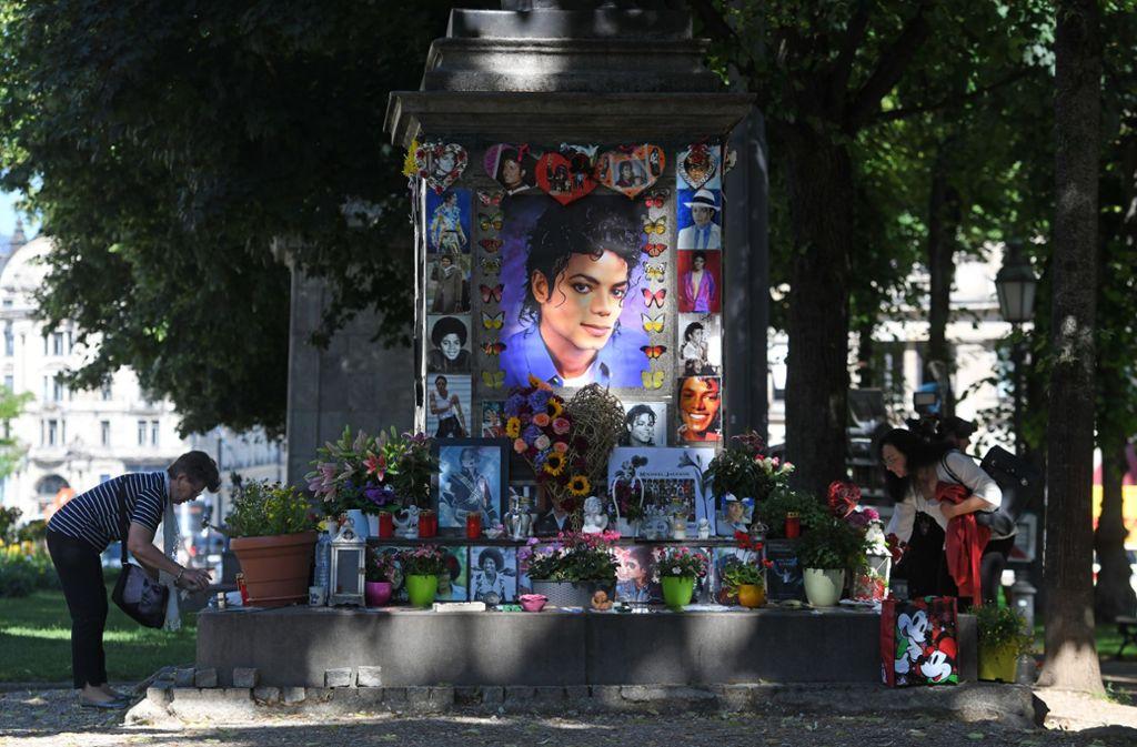 Michael Jackson hat trotz der Missbrauchsvorwürfe noch eine riesige Fangemeinde. Foto: Tobias Hase/dpa