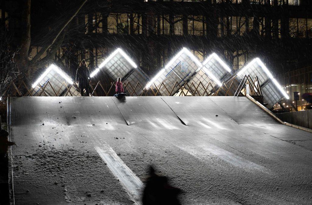 15 Meter lang ist die Schlittenpiste beim Stadtpalais. Foto: Julia Schramm/Julia Schramm