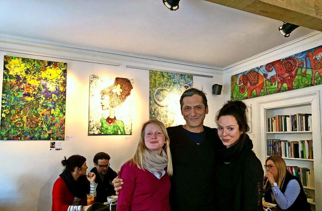 Haben sich als Trio perfekt ergänzt: Sarah Haberkern (links), Erdal Cakir und die Künstlerin Susanne Mang. Foto: Tanja Simoncev