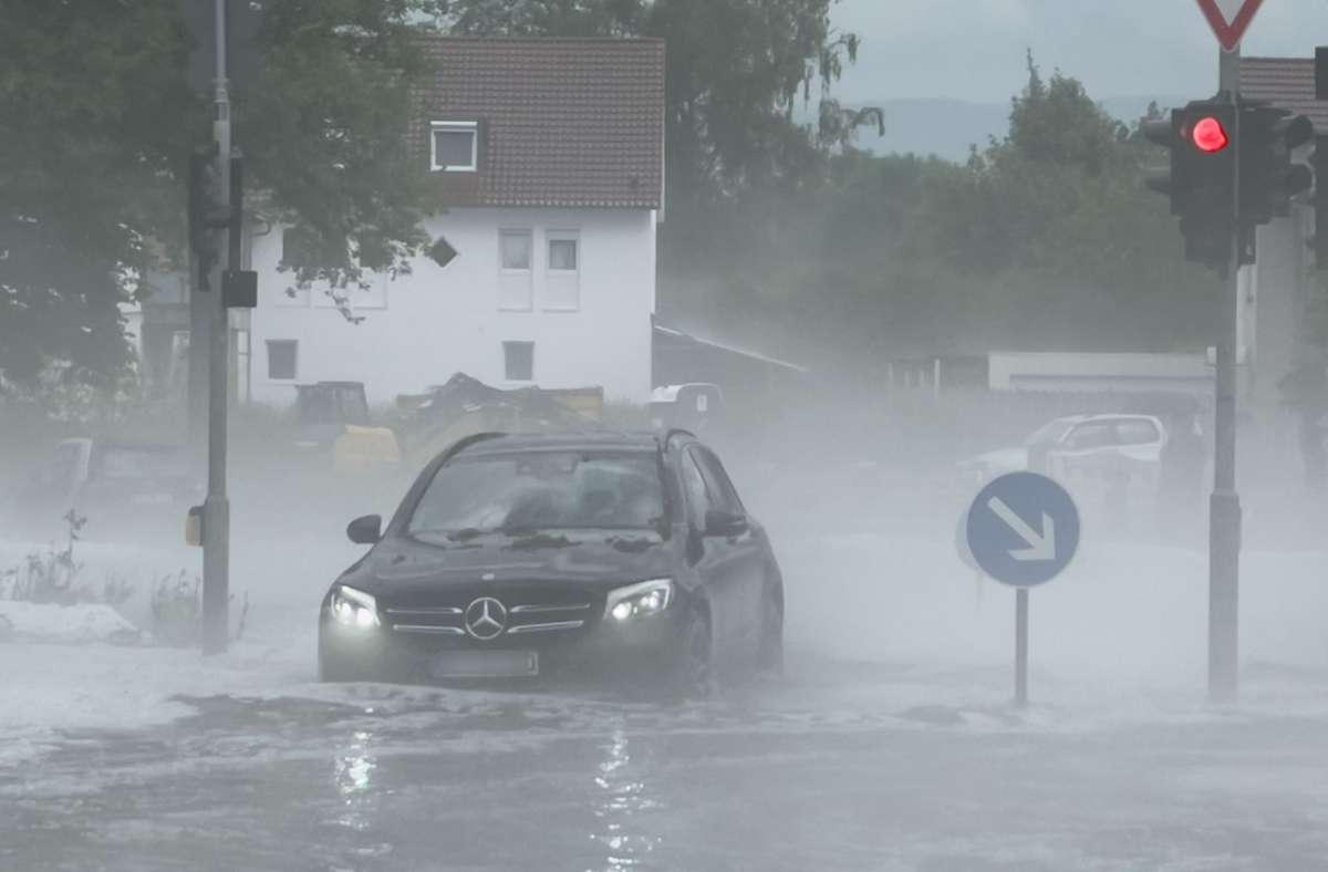 Bei den Unwettern kürzlich sind Tausende Autos beschädigt worden. Foto: SDMG//Maier
