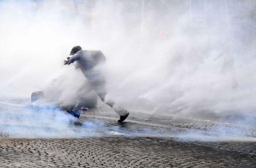 Franzosen demonstrieren gegen verschärfte Corona-Regeln