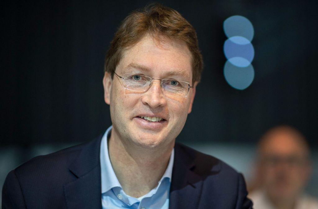 Daimler-Chef Ola Källenius hält weiterhin zum VfB Stuttgart. Foto: dpa