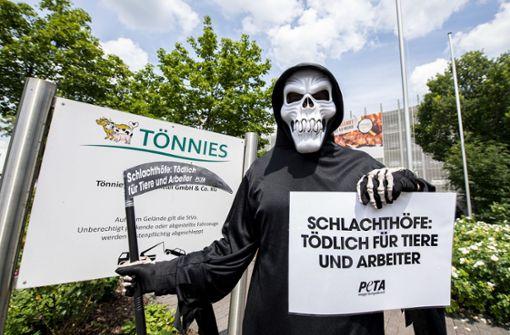 Fleischfabriken unter Druck - Aldi hinterfragt Schutzmaßnahmen