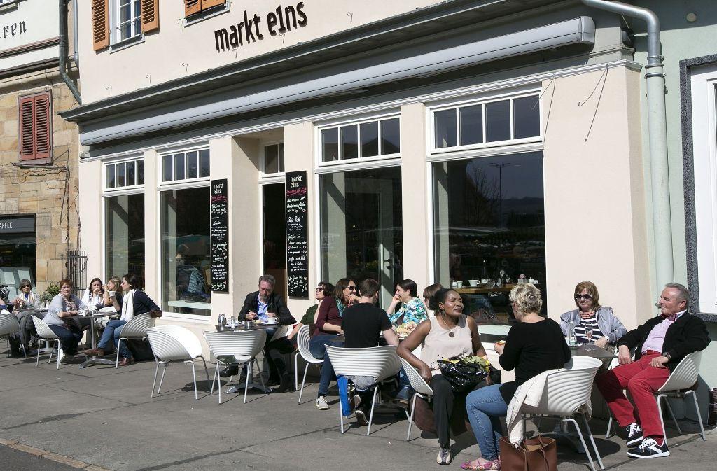 3b25d1adac334d ... in Esslingen Neuer Biergarten lockt an den Neckarkanal. Markt eins  An  der zentralen Adresse direkt am Marktplatz hat es unter freiem Himmel Platz