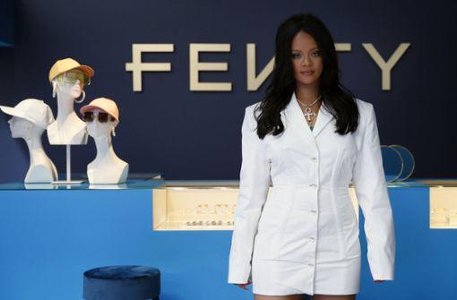 Rihanna stellt ihre neue Modemarke in Paris vor