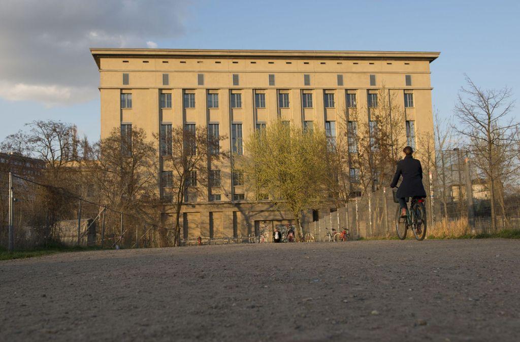 Das Berghain von außen. Von innen gibt's den Berliner Techno-Club erst mal nicht mehr zu sehen. (Archivbild) Foto: dpa/Paul Zinken