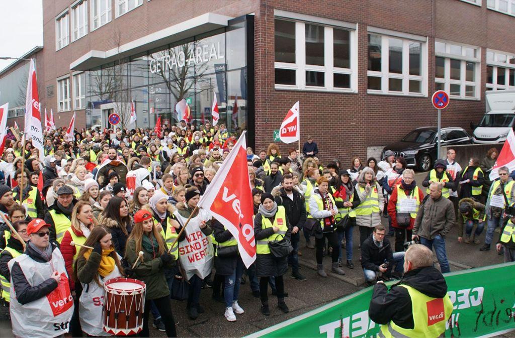 Rund 800 Streikende versammelten sich am Freitagvormittag in Ludwigsburg. Foto: SDMG/Gress