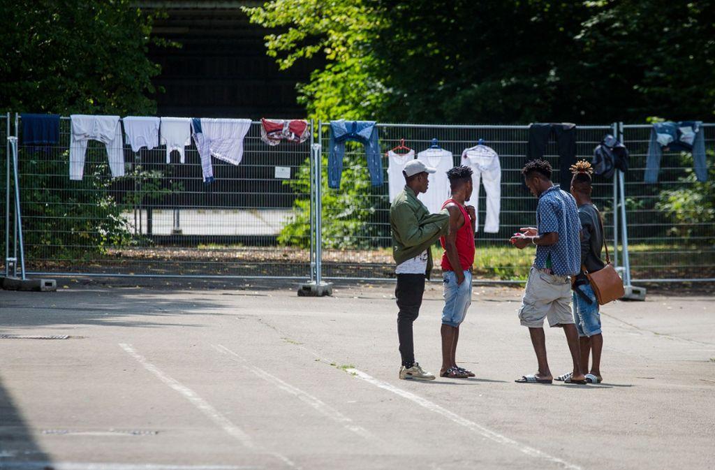 Eine Gruppe Geflüchteter in der Landeserstaufnahmeeinrichtung Sigmaringen Foto: dpa