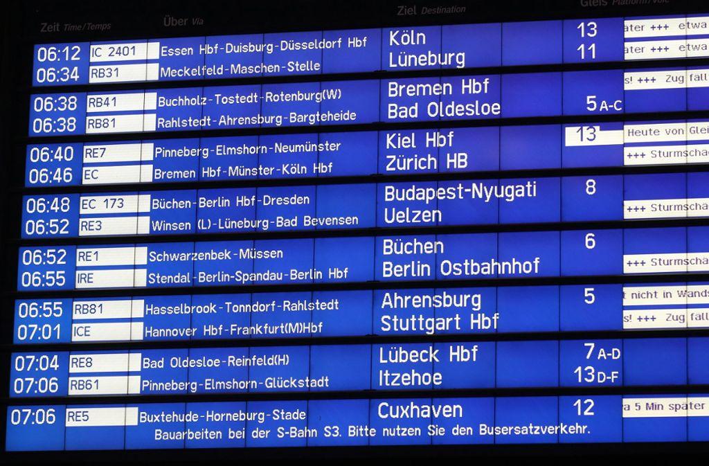 Im Zugverkehr zwischen Nord- und Süddeutschland kommt es nach den Unwettern vom Donnerstag auch am Freitag noch zu Einschränkungen. Foto: dpa
