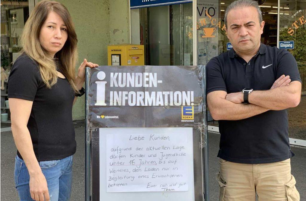 Nurten Sari, die Geschäftsführerin des Edeka in Ludwigsburg-Eglosheim, mit ihrem Mann Seref. Foto: Seref Sari