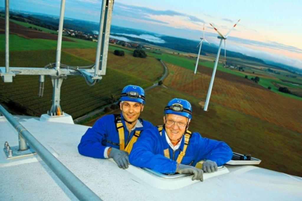 """Ministerpräsident Winfried Kretschmann hält Windkraftanlagen für """"schöne Maschinen"""". Im September 2011 war er in der Gondel des neuen Windrads auf dem Stöttener Berg.Foto: Foto: wpd"""