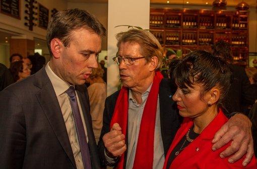 Nils Schmid (links) und Rolf Gaßmann betreiben Ursachenforschung am Abend des Wahldebakels für die SPD. Foto: Lichtgut/Julian Retig