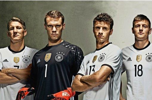 Schweinsteiger, Neuer, Müller, Kroos (von links)  und Co. spielen in der Nationalmannschaft noch bis 2018  in Adidas-Trikots. Foto: dpa