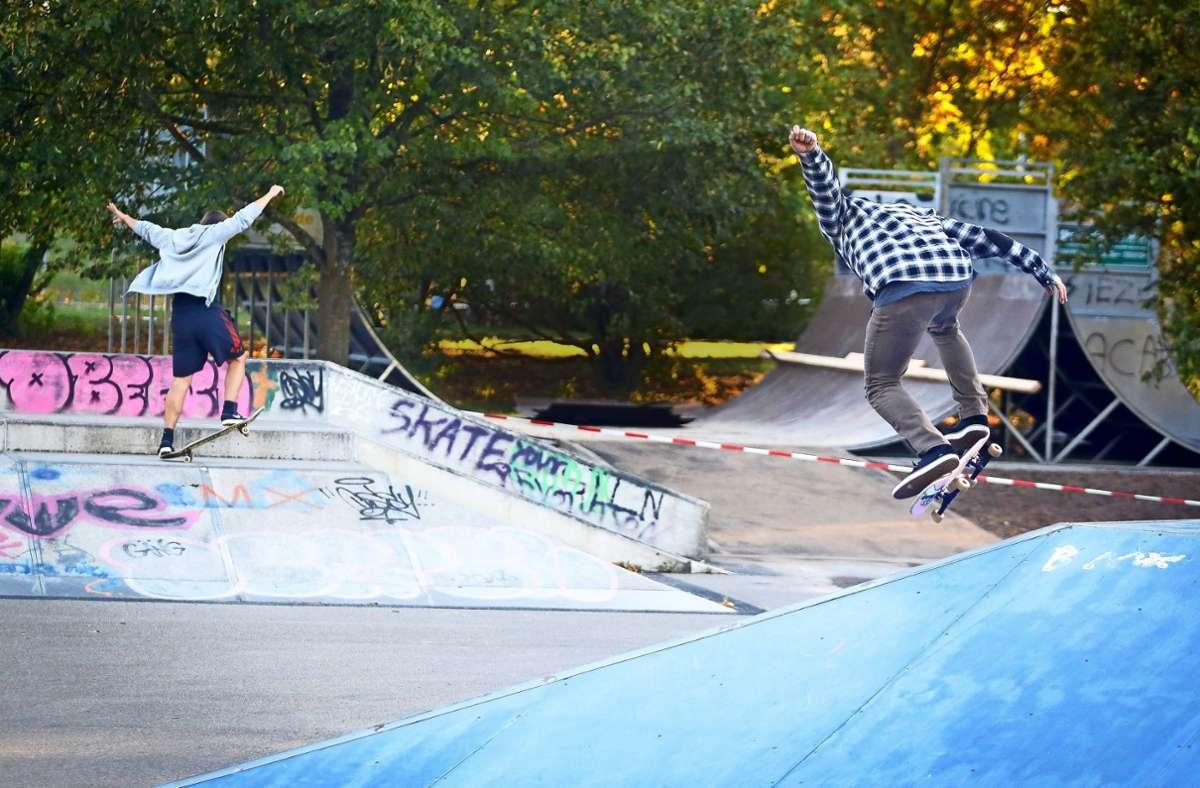 Der Skaterpark beim Sindelfinger Glaspalast soll offen bleiben – solange sich die Besucher an die Corona-Regeln halten. Foto: factum//Granville