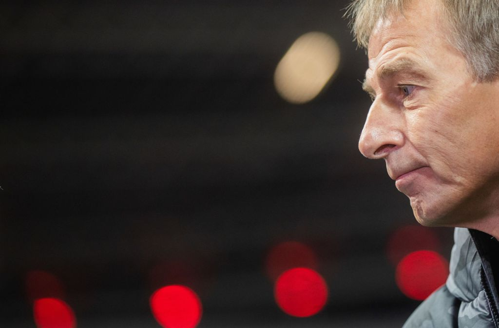 Im Abseits: Jürgen Klinsmann Foto: dpa/Rolf Vennenbernd