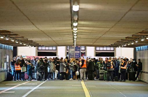 Ruhige Evakuierung, genervte Fahrgäste