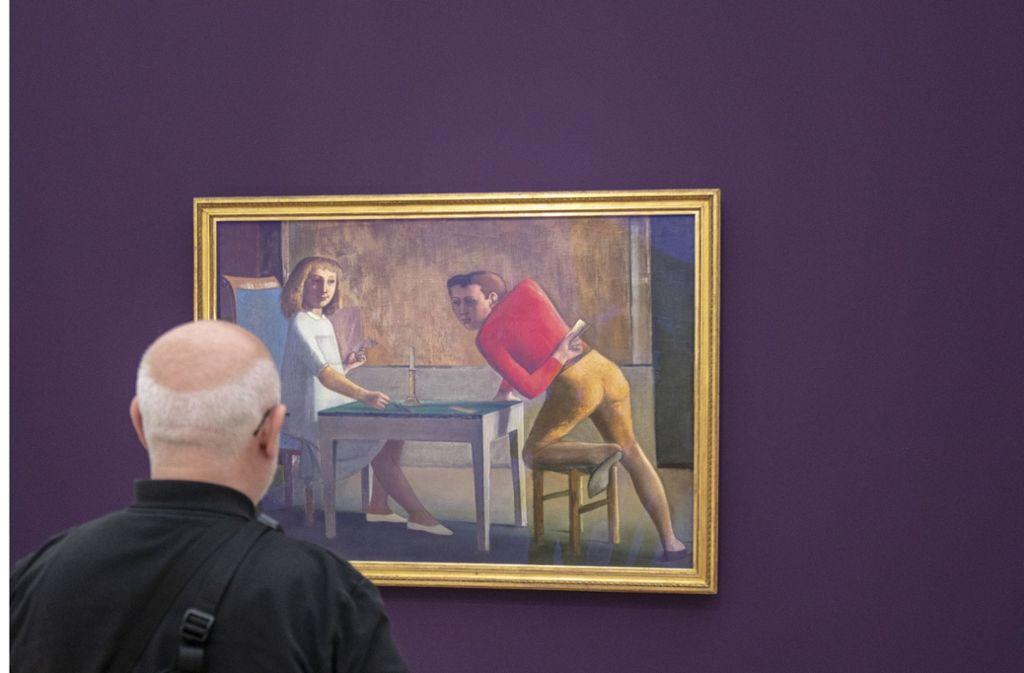 """Ein Besucher der Balthus-Ausstellung vor dem Gemälde """"La Partie de cartese"""" von 1948-1950 Foto: dpa"""