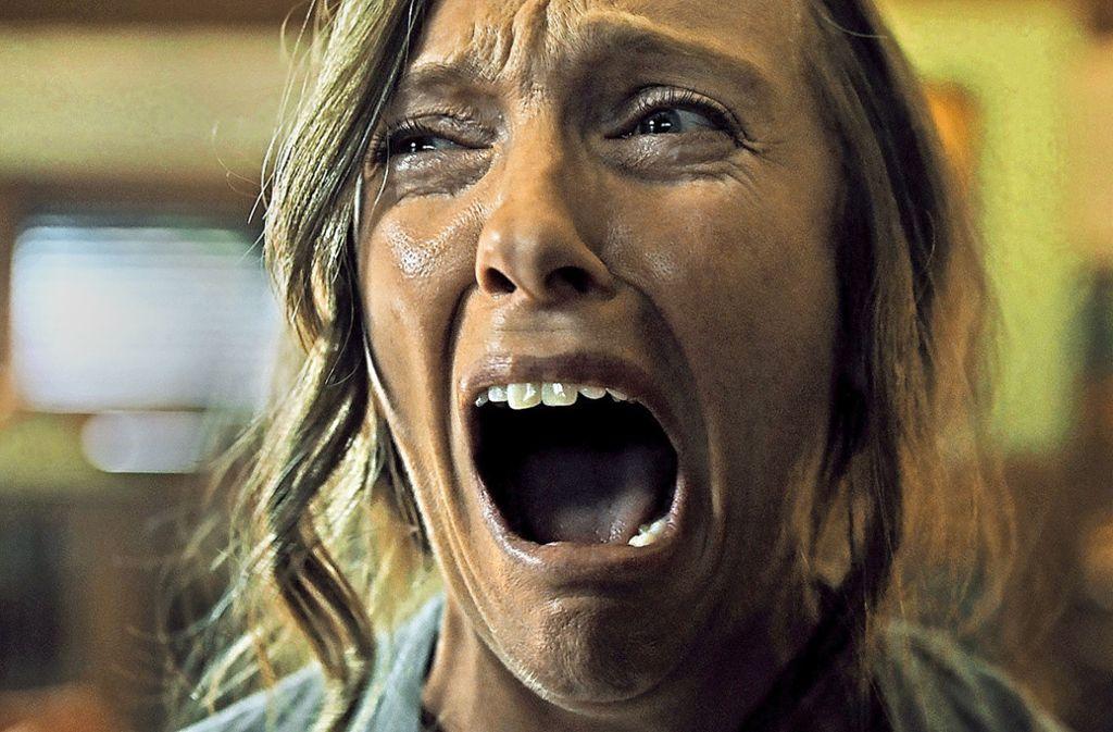 "Verstörend bizarr:   Toni Collette in ""Hereditary – Das Vermächtnis"" Foto: Verleih"