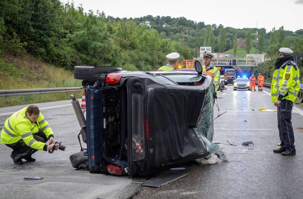 Für den Fahrer des Smart auf der A81 kam jede Hilfe zu spät. Foto: Nils Reeh