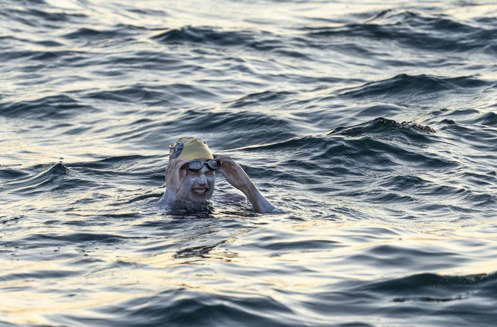 Sarah Thomas im Wasser des Ärmelkanals. Foto: dpa/Jon Washer