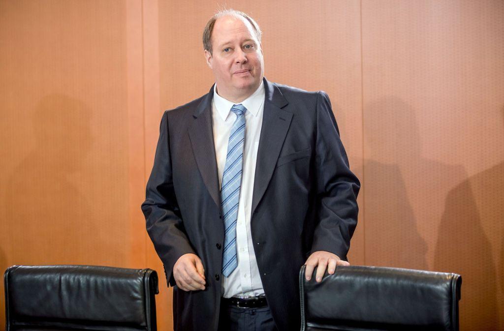 Kanzleramtschef Helge Braun macht wenig Hoffnung auf kleiner Feste im Sommer. Foto: dpa/Michael Kappeler