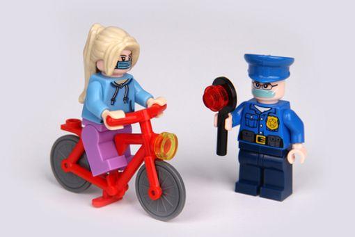Polizeikontrolle auch bei Radfahrern?:Nicht nur Autofahrer dürfen ohne konkreten Verdacht von der Polizei angehalten werden. Auch Radfahrer müssen mit Polizeikontrollen rechnen.