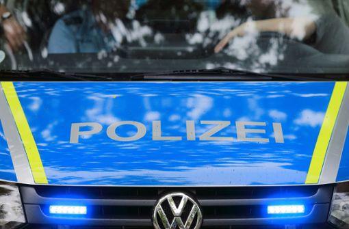 Polizei muss 60-Jährige aus Auto befreien