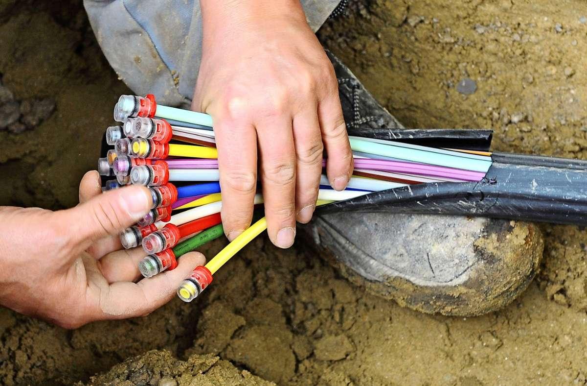 Ob  das schnelle Internet von der Telekom in die Haushalte gelegt werden sollte, dazu gibt es noch immer zwei Meinungen. Foto: dpa/Peter Kneffel