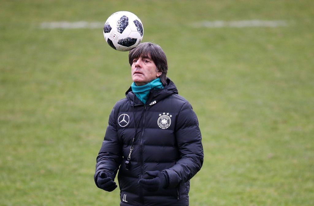 Den Ball und die WM-Titelverteidigung im Blick: Joachim Löw.Foto:Getty Foto: