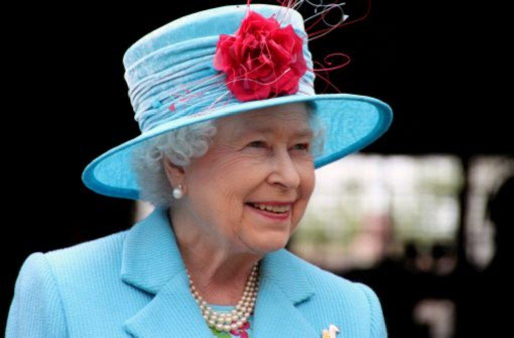 Die erste GenerationSie ist über alle Skandale erhaben - diszipliniert und immer gut behütet führt Queen Elizabeth II. die Firma, wie die Windsors das Familienunternehmen Monarchie selbst nennen. 2012 feiert die 85 Jahre alte Königin ihr 60-Jahre-Thronjubiläum. Nur zwei britische Monarchen hielten länger durch: Elizabeths Urgroßmutter Victoria und George III. Foto: dapd