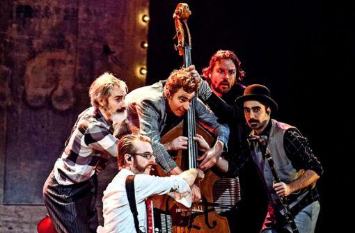 Die fünf Herren von Släpstick treten als musikalische Clowns auf die Bühne. Am 28. Februar gastieren die Niederländer mit ihrer Hommage an die Zeit des Stummfilms in Stuttgart.