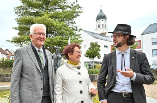 Winfried Kretschmann wählt – auch Frau und Sohn dabei