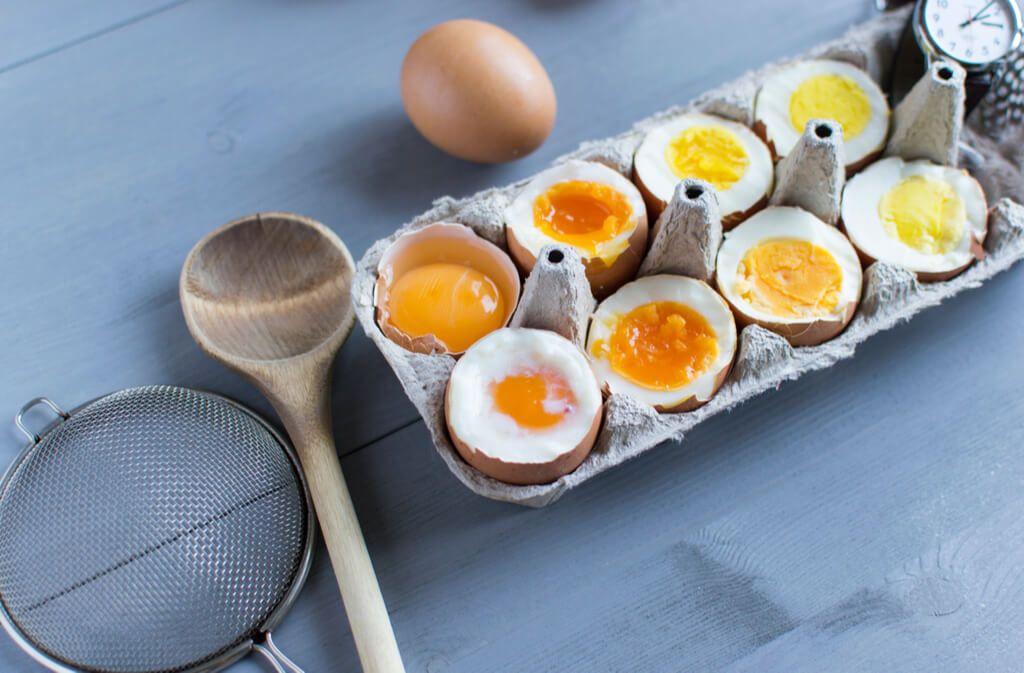 Ob weich- oder hart gekocht, so einfach kochen Sie das perfekte Frühstücksei. Die richtige Kochzeit für jedes gekochte Ei. Foto: D.L.Sakharova / Shutterstock.com