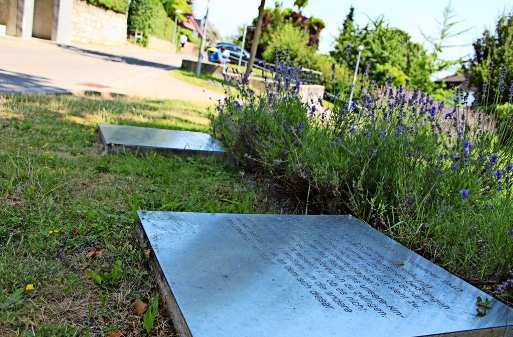 Ihr Kriegstagebuch versteckte Anna Haag im Kohlekeller. Nun sollen auch die Buchstaben auf den Tafeln wieder kohlschwarz werden. Foto: Eveline Blohmer