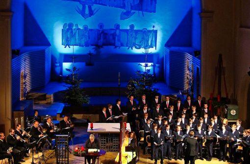 """Das Arrangement zu """"Die Alpenländische Weihnacht"""" wurde im Dezember 1995 uraufgeführt. Seitdem bringt das Weihnachtskonzert seine Zuhörer alljährlich in eine besinnliche Märchenwelt. Regt aber auch zum Nachdenken an."""
