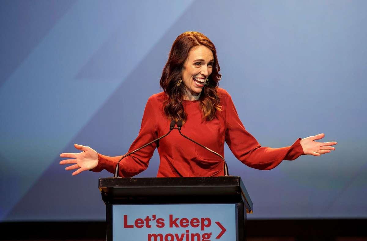 Jacinda Ardern spricht bei einer Veranstaltung der neuseeländischen Labour-Partei zur Wahlnacht. Foto: dpa/David Rowland