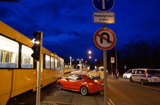 Kollision mit Stadtbahn bei verbotenem Wendemanöver