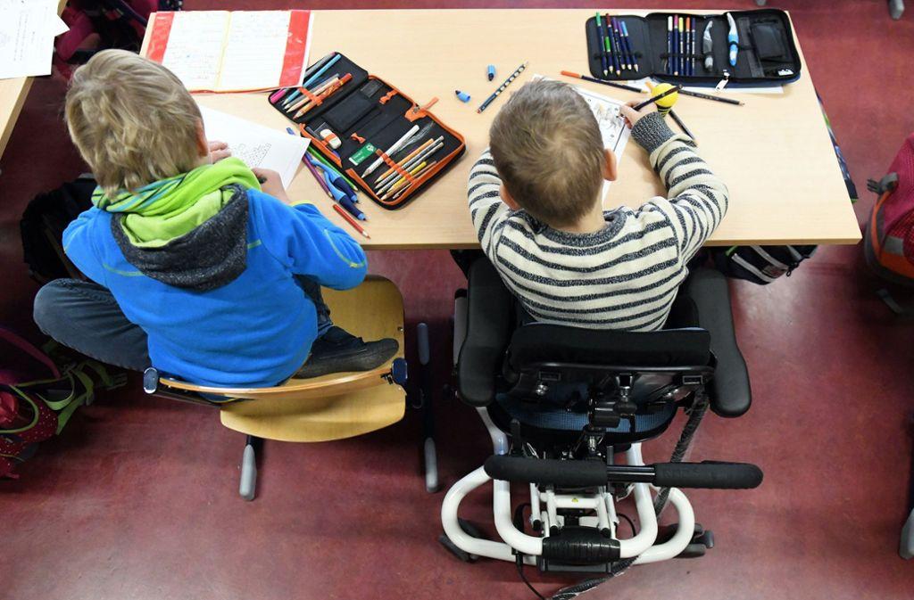 In der Schule, die Dominik bisher besucht hat, werden auch Kinder und Jugendliche mit anderen Behinderungen unterrichtet und betreut. Foto: dpa