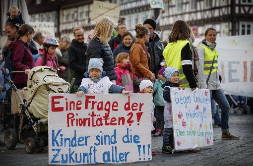 Eltern protestieren gegen höhere Kita-Gebühren