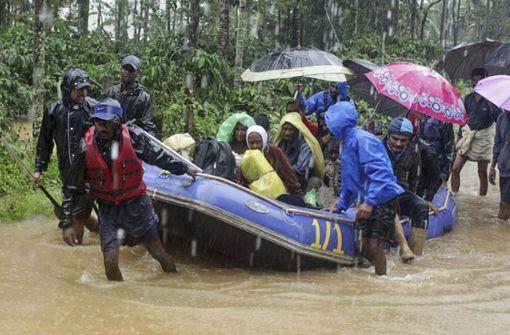 Mindestens 215 Menschen sterben durch Monsun