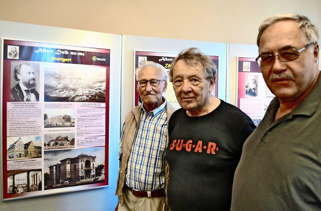 Rolf Münzmay von den Naturfreunden (links) und Klaus Enslin vom Bürgerverein (rechts) mit dem Preisträger des Albert-Dulk-Preises 2019, Peter Grohmann. Foto: Hauptmann