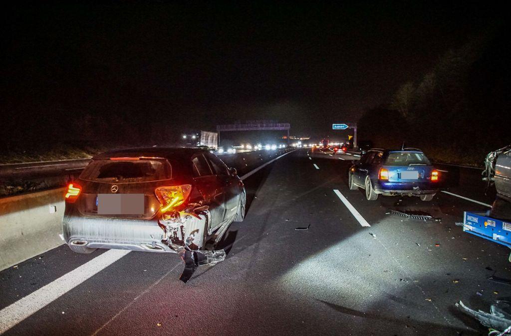 Die A8 auf Höhe der Ausfahrt Leonberg-West musste nach dem Unfall stundenlang gesperrt werden. Foto: SDMG/SDMG / Dettenmeyer