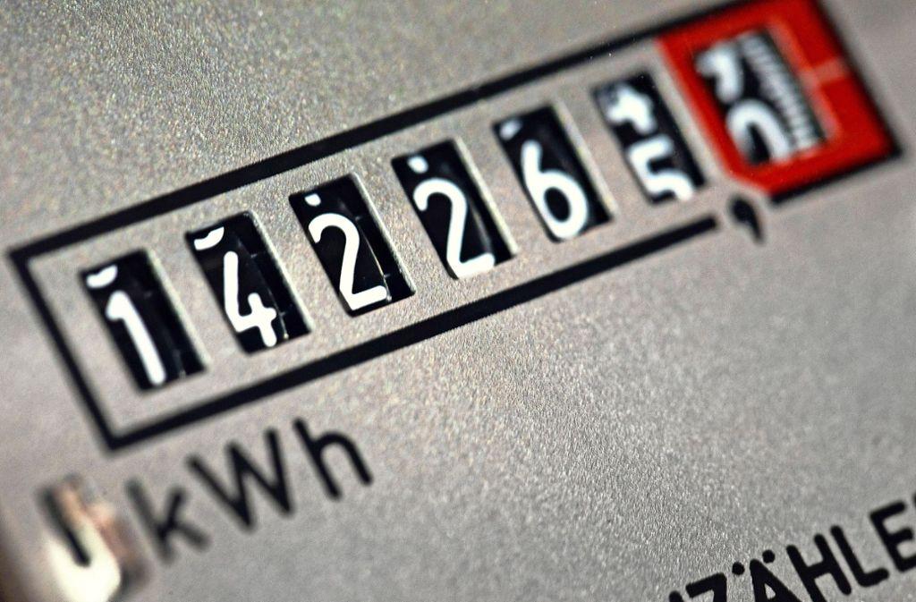 In der Regel müssen Stromzähler  bislang noch in den Haushalten vor Ort abgelesen werden. Foto: dpa