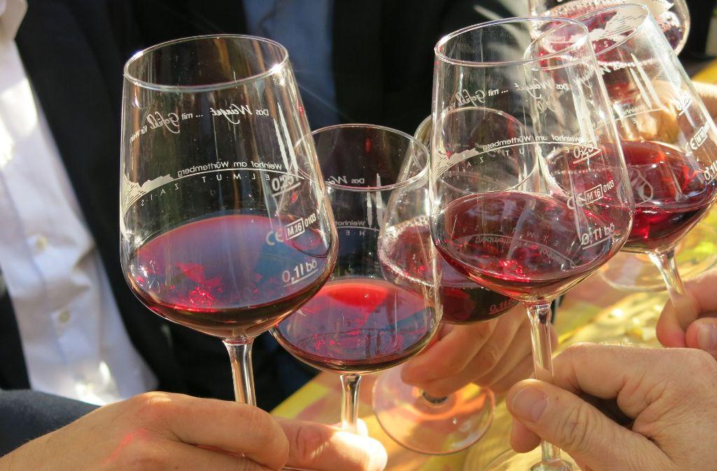 Wein trinken und Zwiebelkuchen essen – mit dem Herbst beginnt auch wieder die Zeit der Besenwirtschaften. Foto: privat